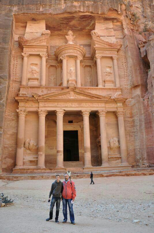 Tagesausflug mit Bus und Fähre zum UNESCO-Weltkulturerbe nach Petra