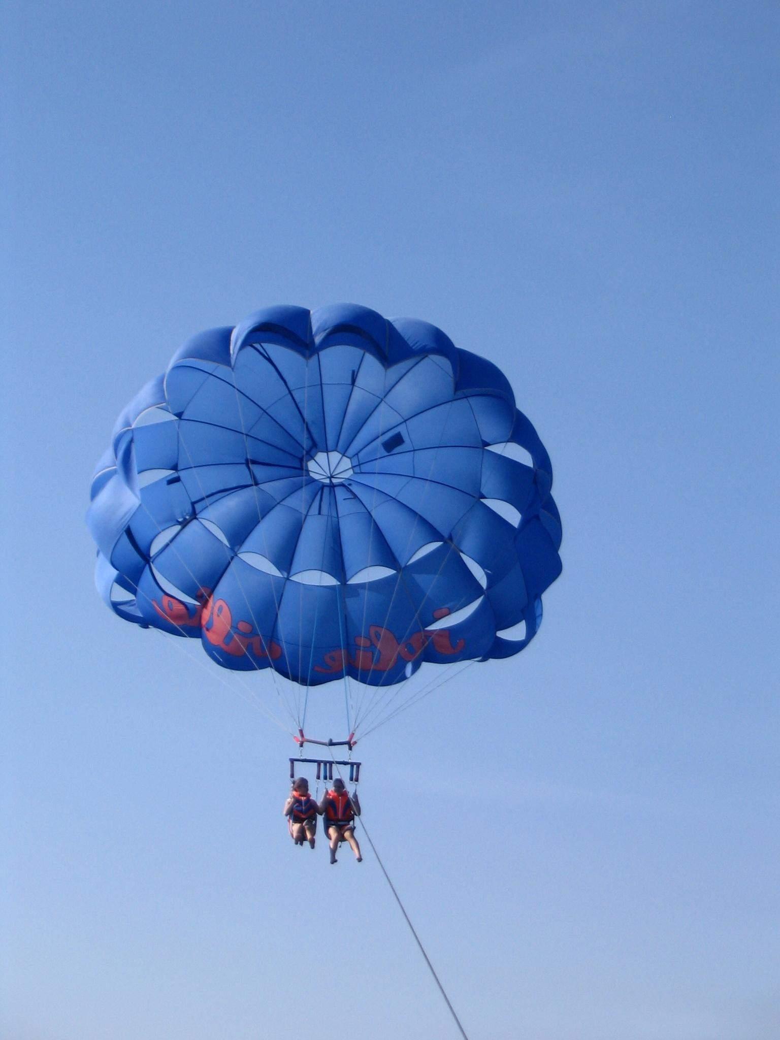 Parasailing vor der Küste Hurghadas