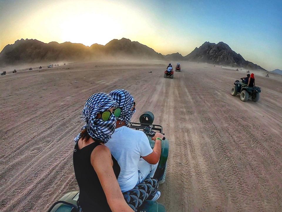 Mega Safari mit Mittagessen bei den Beduinen, Parasailing und Schnorcheln