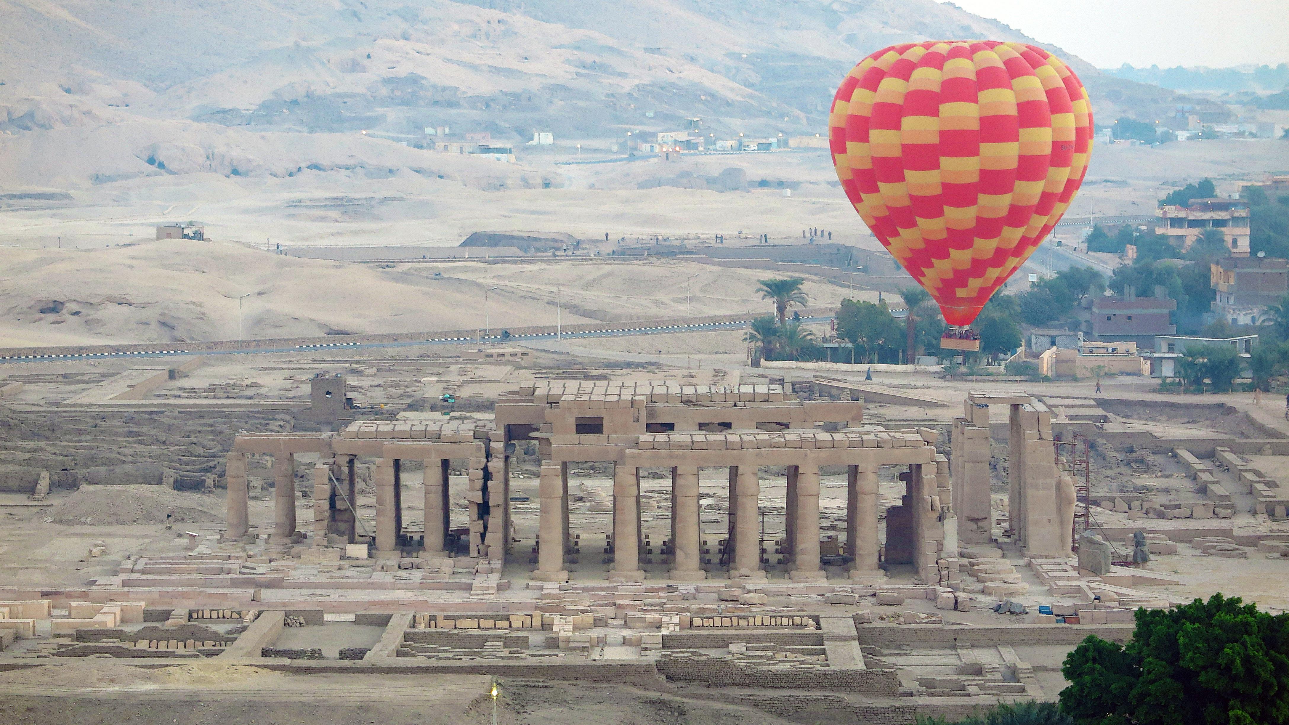 Ausflug nach Theben-West ins Tal der Könige, Hatschepsut-Tempel & Memnon-Klosse